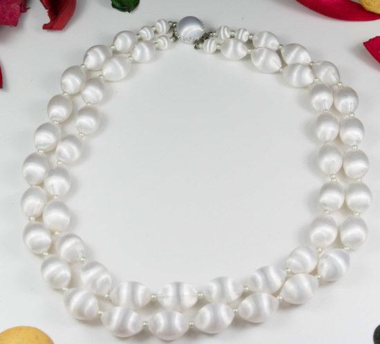 Collana vintage anni '70 firmata JAPAN due fili di perle annodate in resina bianca