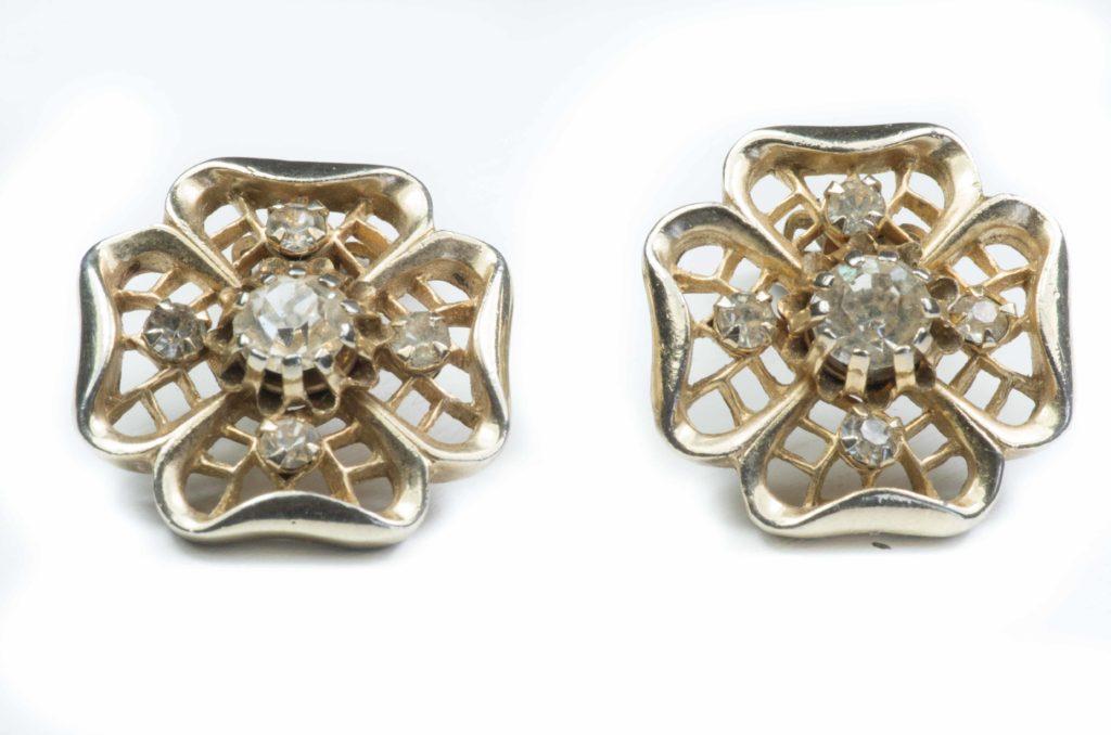 orecchini fiore dorato e cristalli