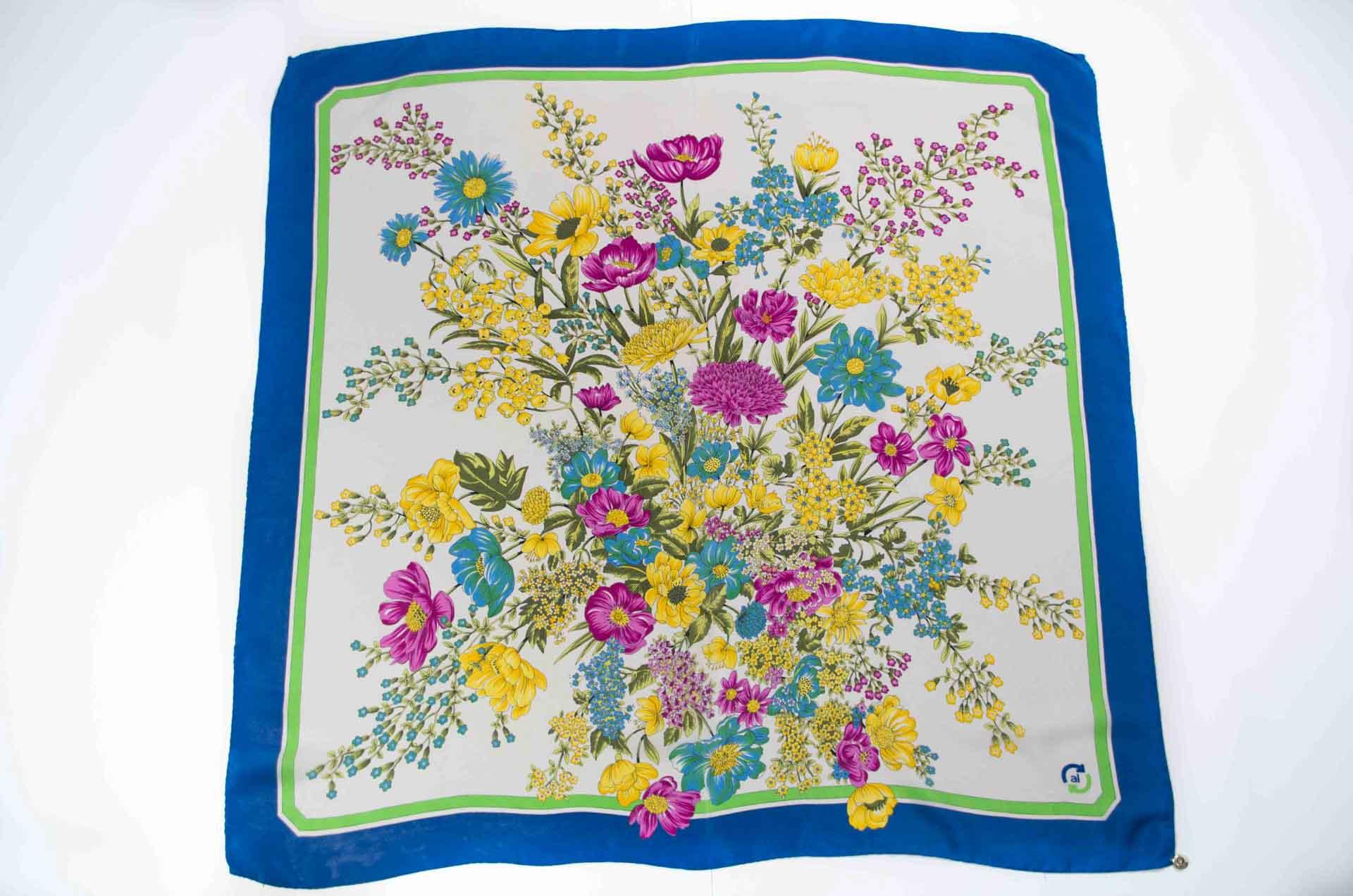 foulard con fiori in seta 1