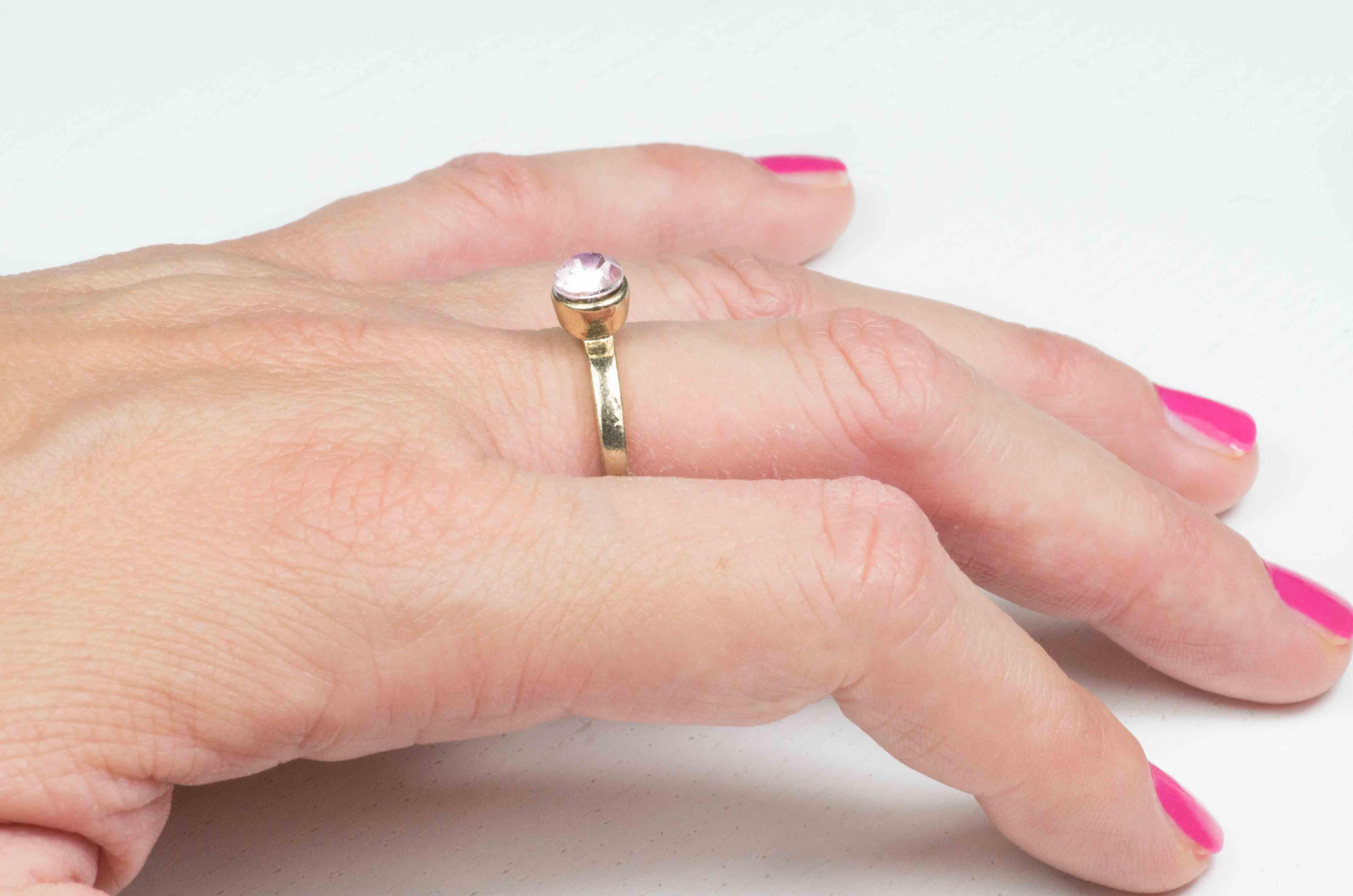 anello solitario con pietra rosa 6