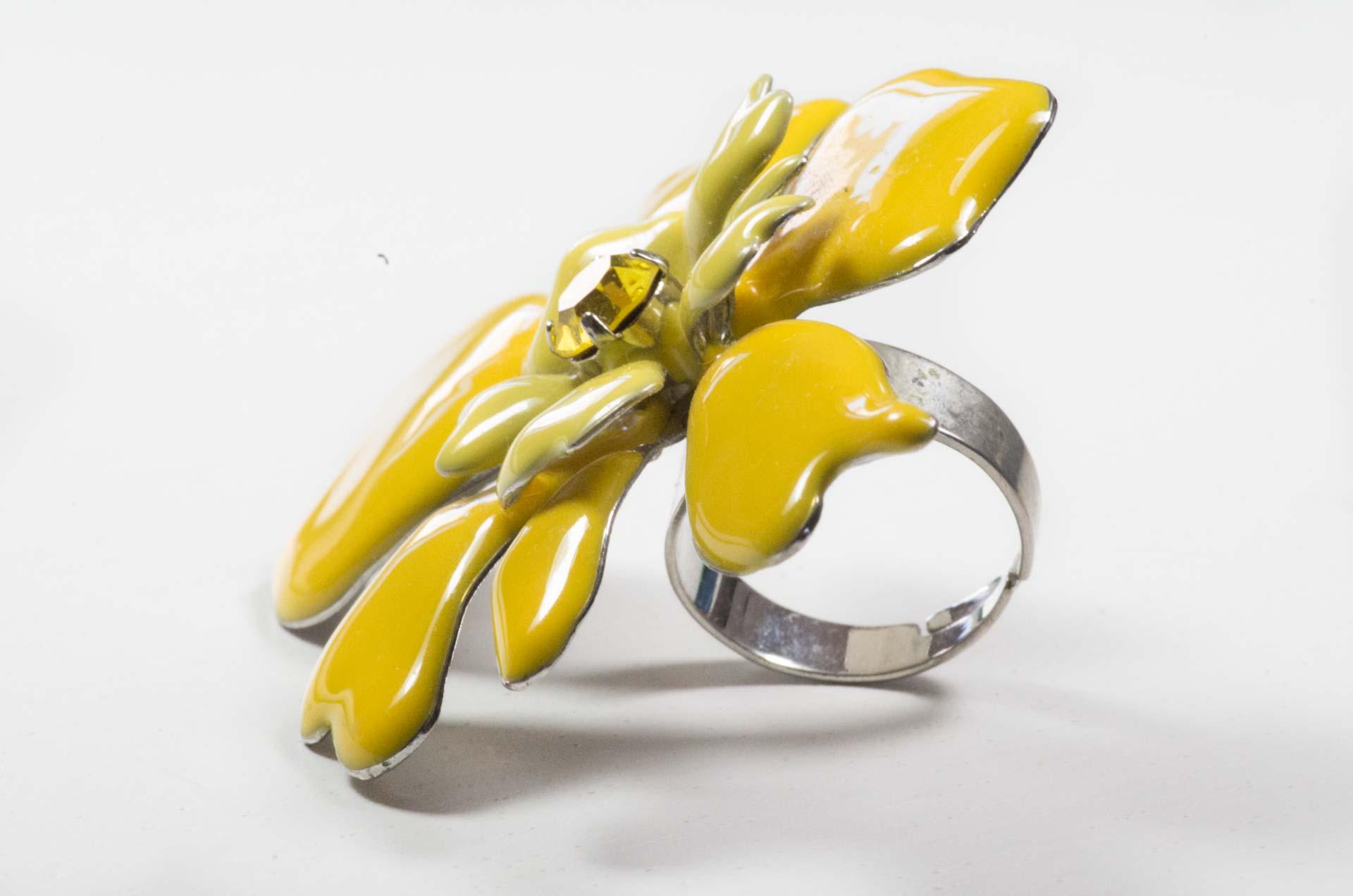 anello in smalto giallo 8