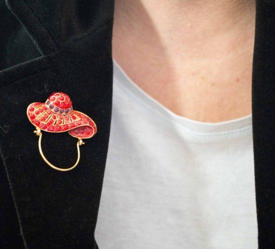 spilla cappello smalto rosso 6