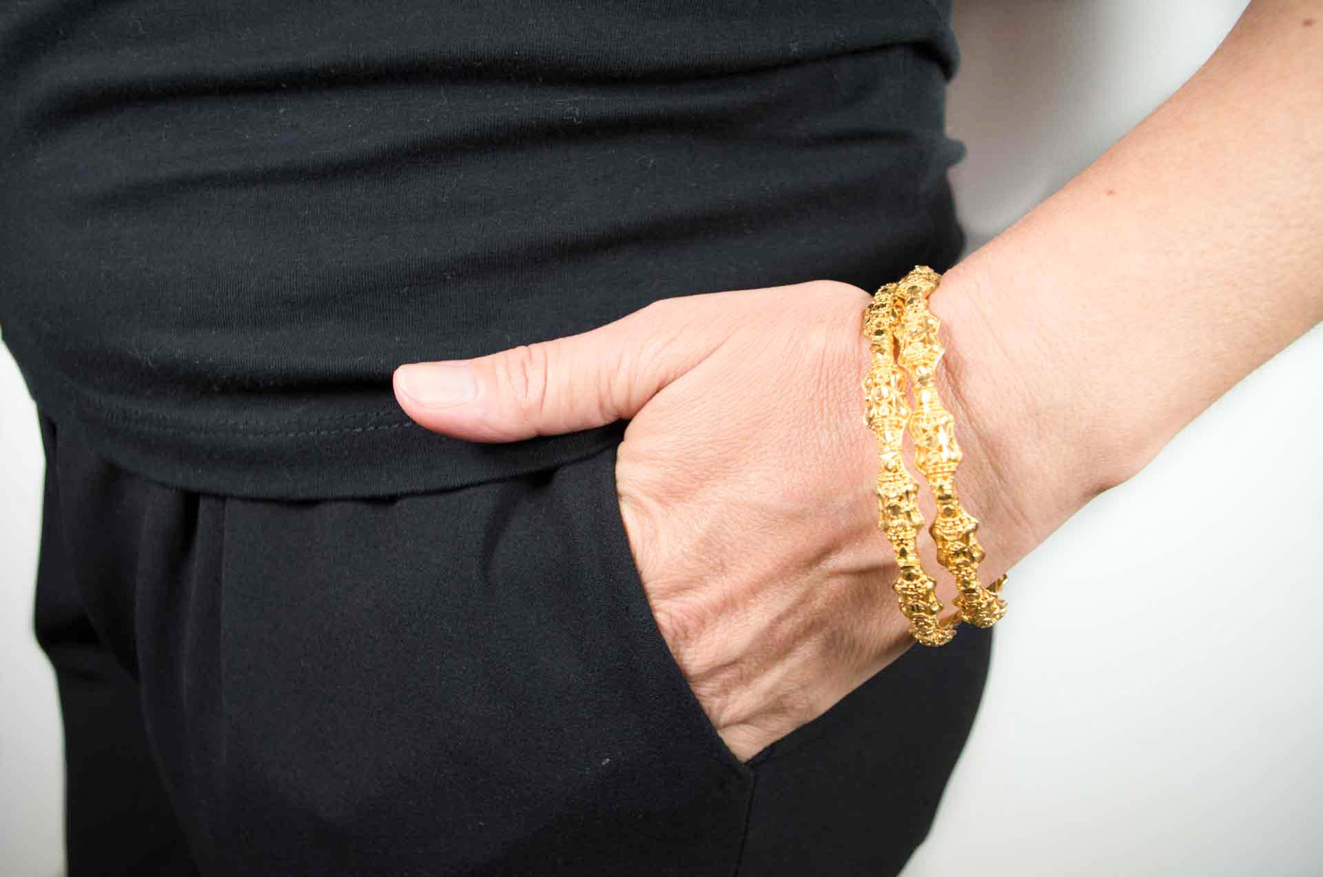 coppia di bracciali dorati