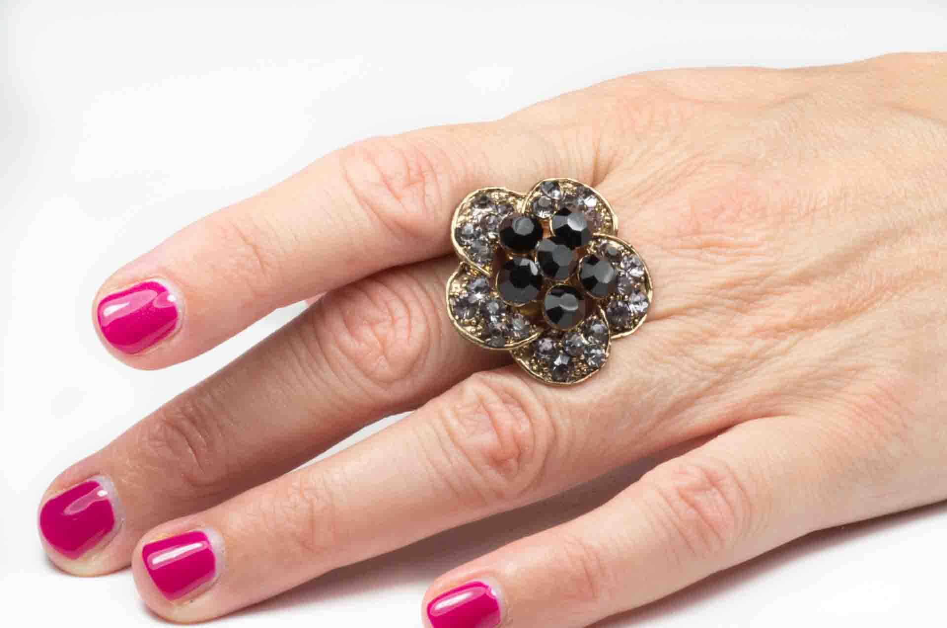 anello fiore pietre nere 11