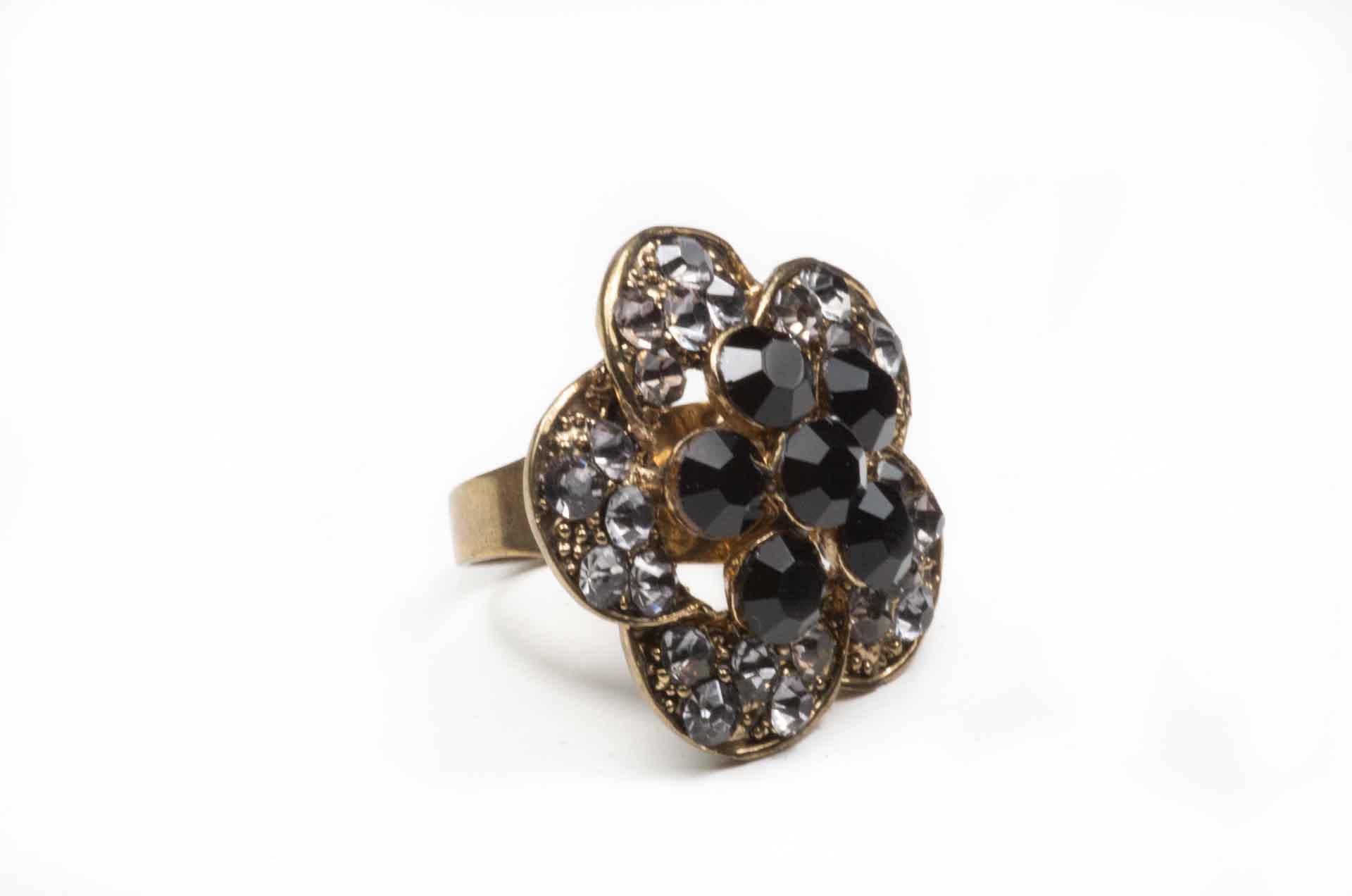anello fiore pietre nere 6