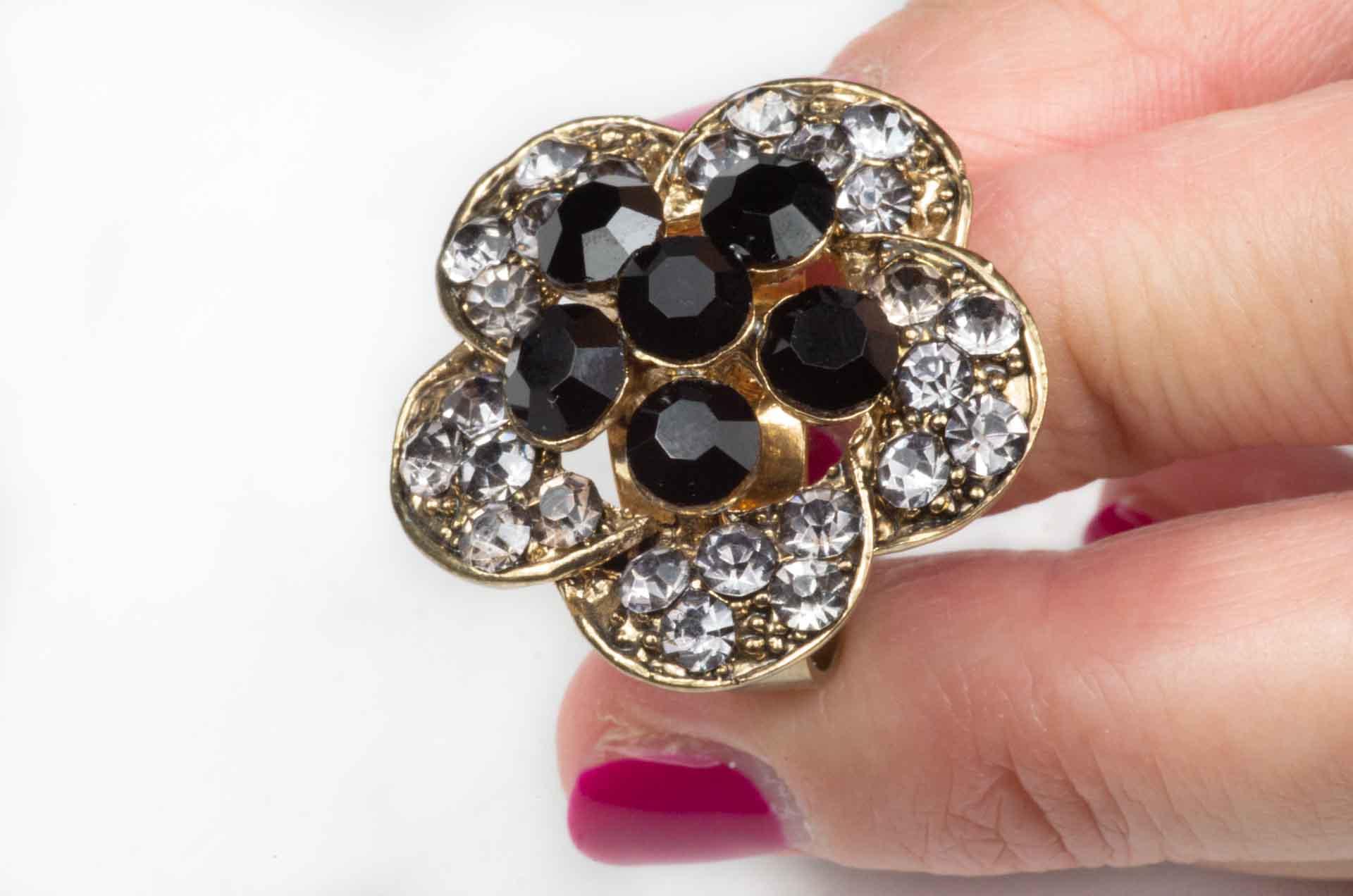 anello fiore pietre nere 8