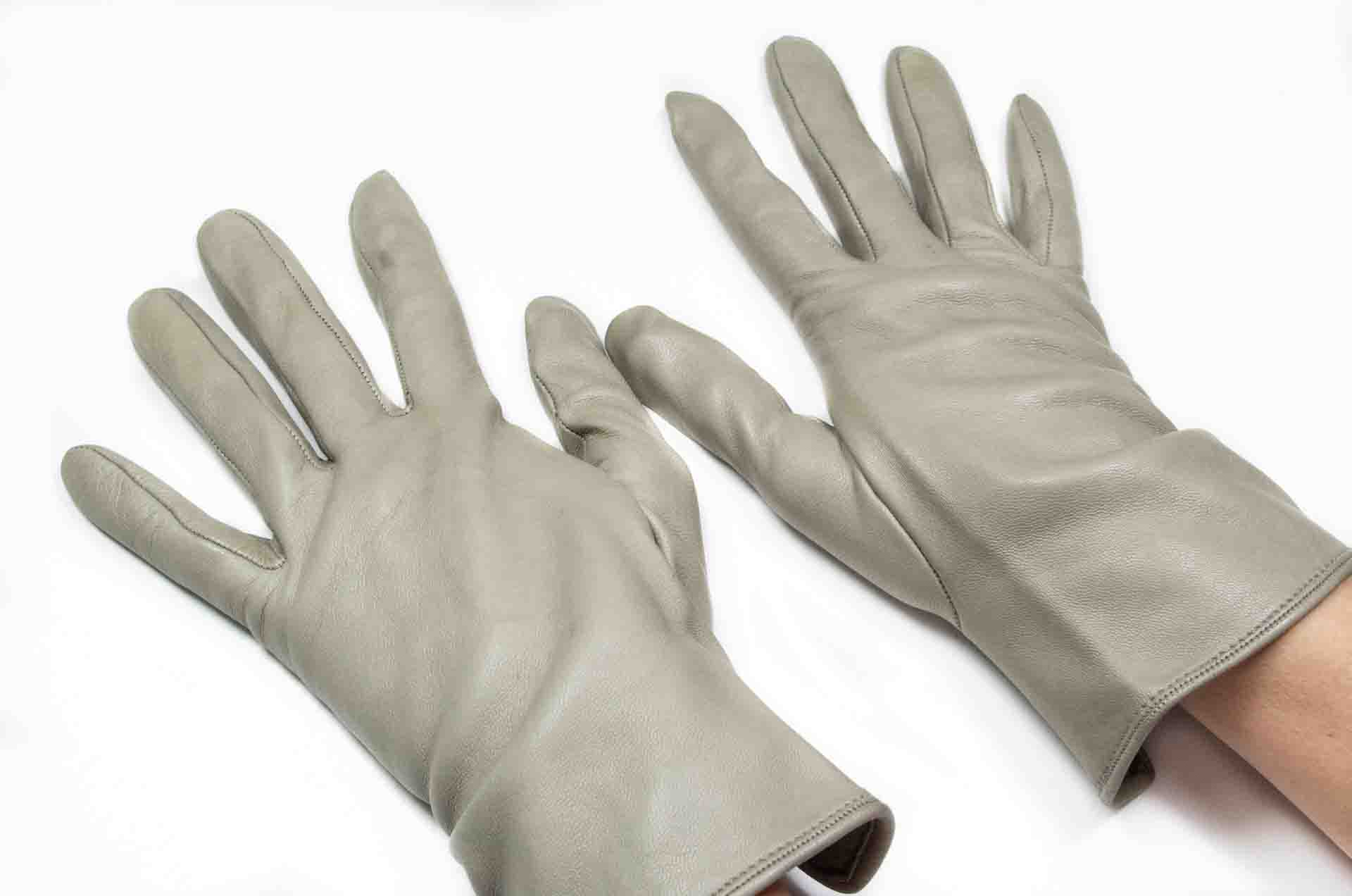 guanti in pelle grigi 6