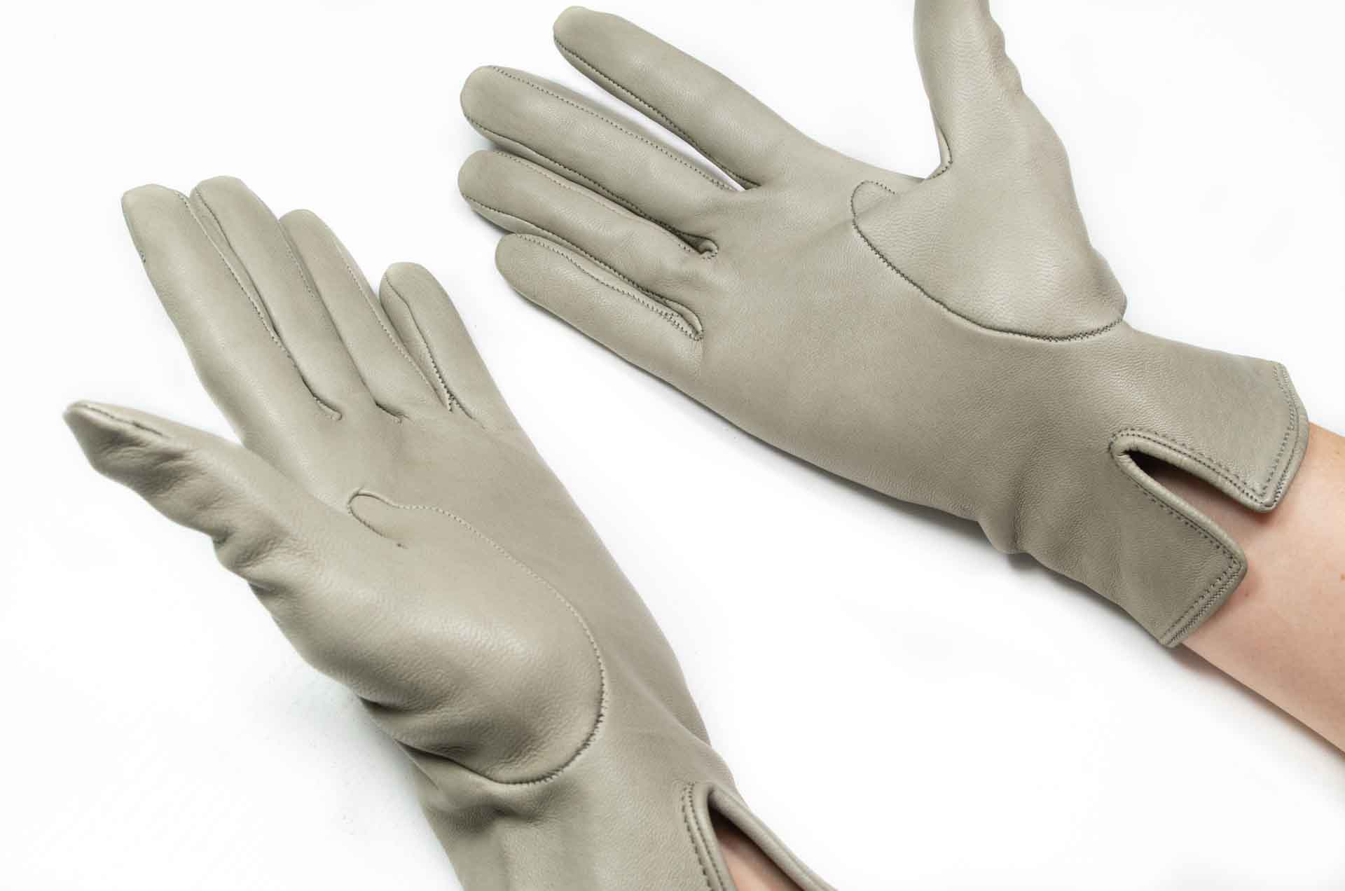 guanti in pelle grigi 7