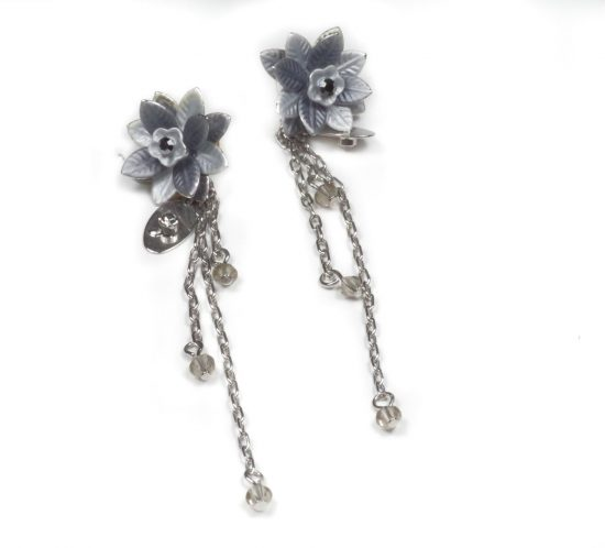 orecchini pendenti fiore grigio 1