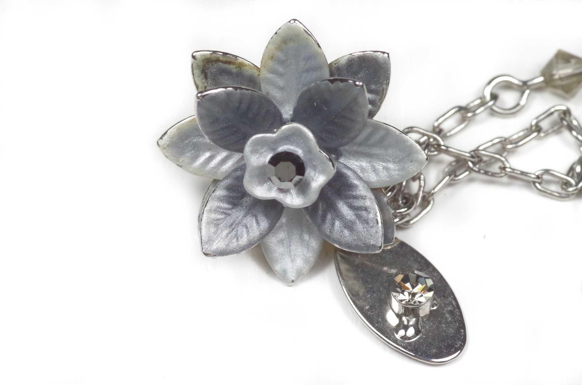orecchini pendenti fiore grigio 3