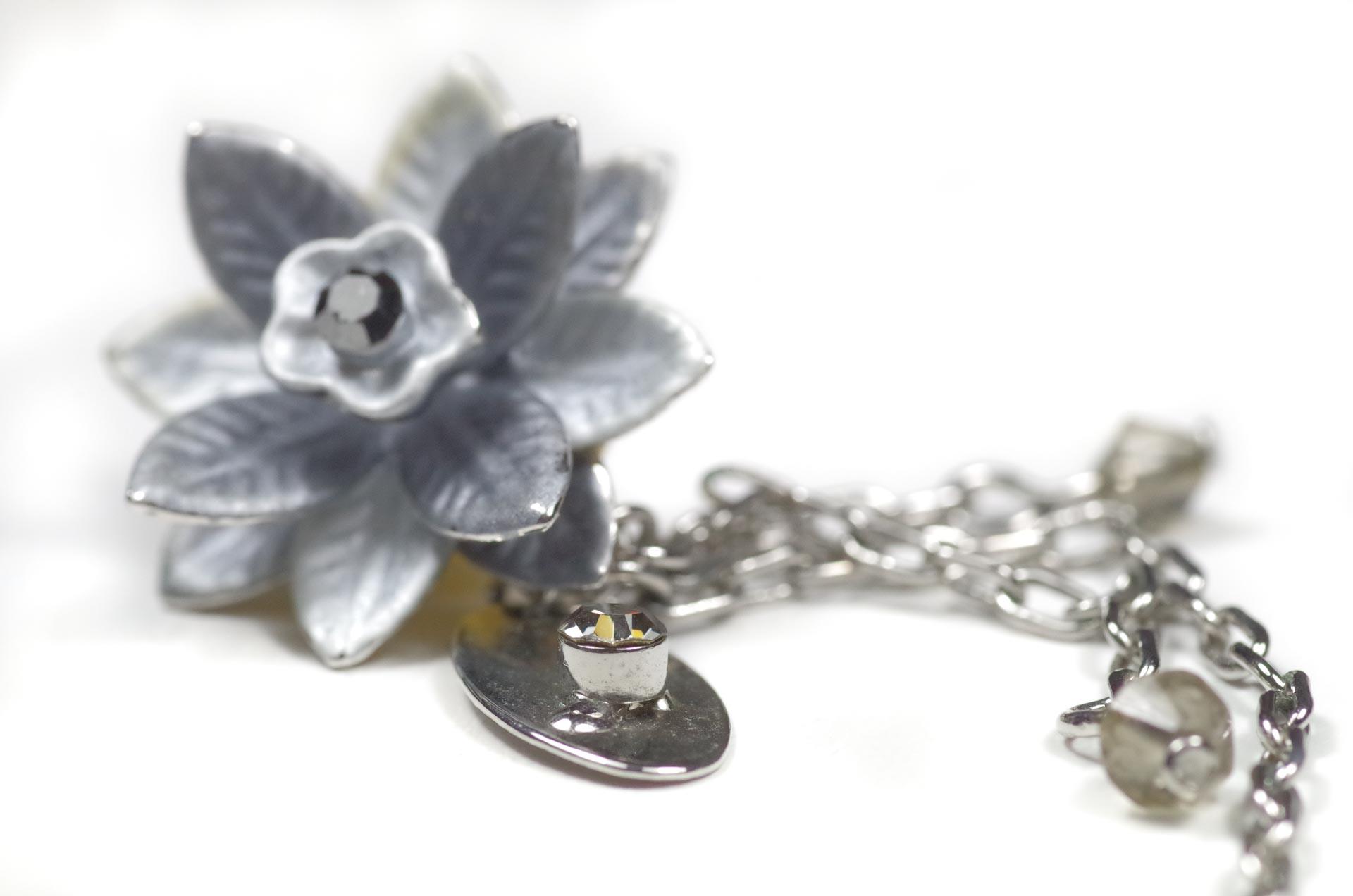 orecchini pendenti fiore grigio 4