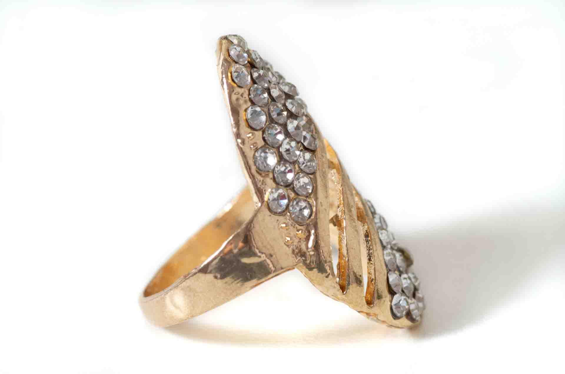 anello con cristalli 3