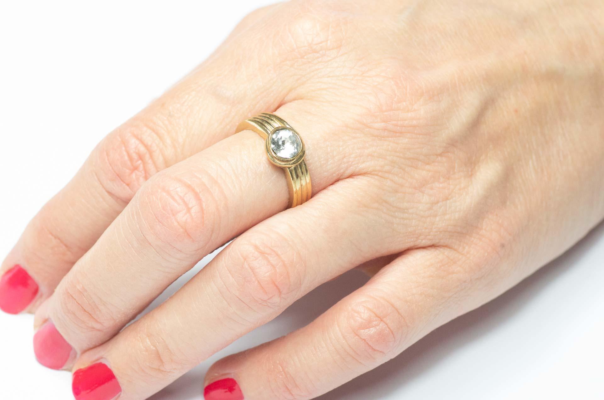 anello dorato 10