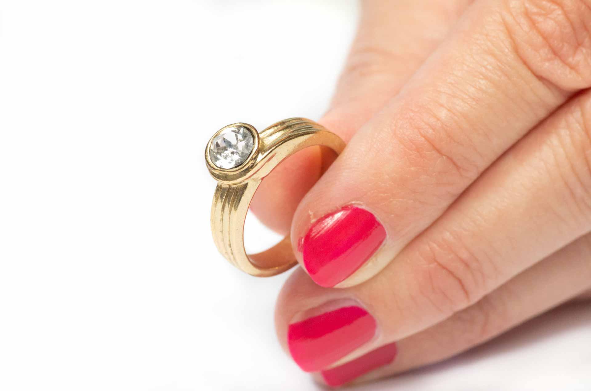 anello dorato 9
